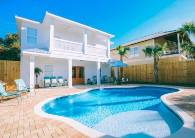 Diamonds in the Sand - Destin Vacation Rental - Beautiful Large Pool Area With Plenty of Seating, Hammocks, and Eating Area!