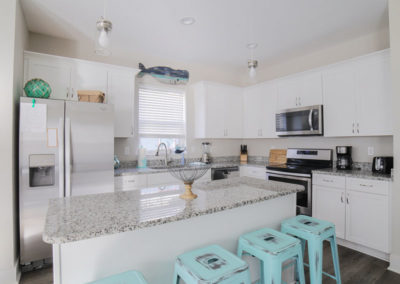 Sandy Feet Retreat - Fully equipped kitchen with bar & stools