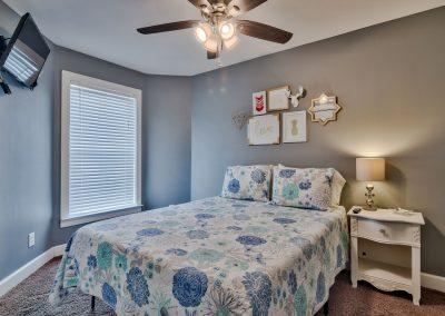 Limearita – Second Floor Queen Bedroom with Flatscreen TV